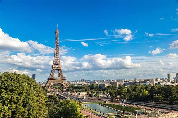 """法国未成年人保护引质疑 争论""""和11岁女孩发生性关系"""""""