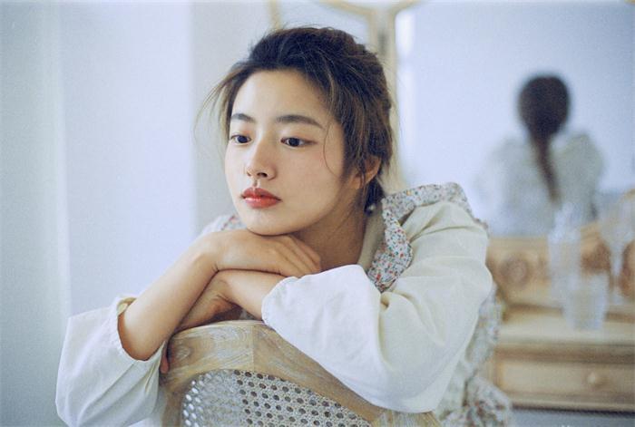 徐若晗早春新照曝光 森系少女纯美绽放