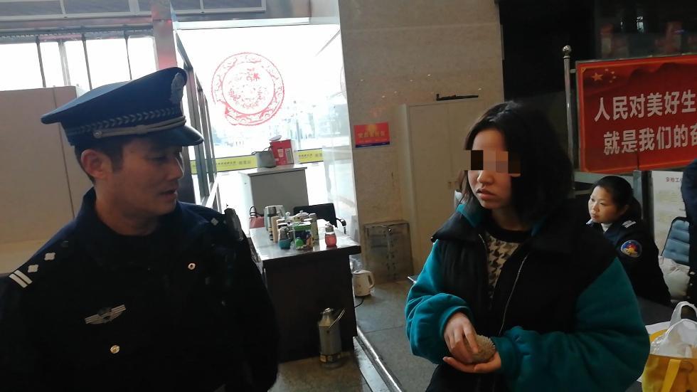 18岁女孩口袋藏刺猬给弟弟当生日礼物,过火车站安检时被查