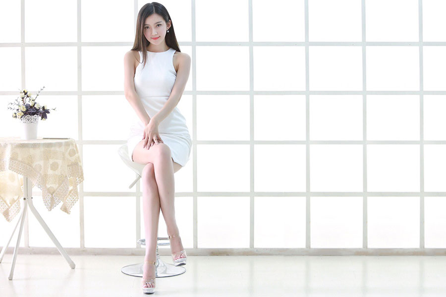 白裙胜雪、美若天仙