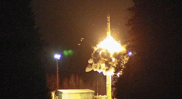 普京参与指挥!俄军训练一日内发射4枚洲际导弹